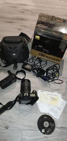 Nikon D90 z obiektywem 18-105