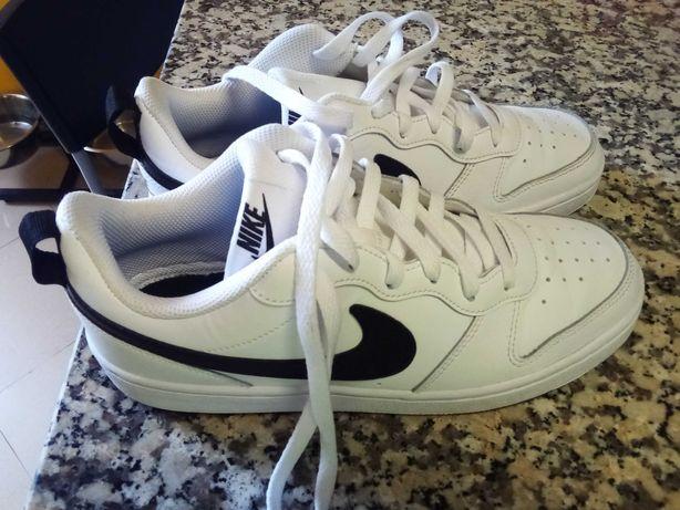 Ténis Nike tamanho 40