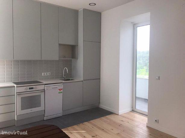 Apartamento T2 com Terraço em Campo de Ourique com 74 m2