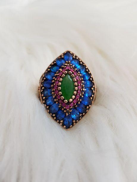 Złoty pierścionek 585 z kolorowymi kamieniami szafiry rubiny cyrkonie