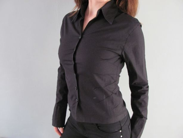 Klasyczna, czarna koszula do biura, na uczelnię, do szkoły