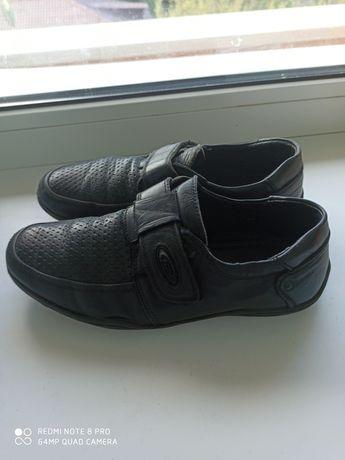 Фирменные кожаные туфли.