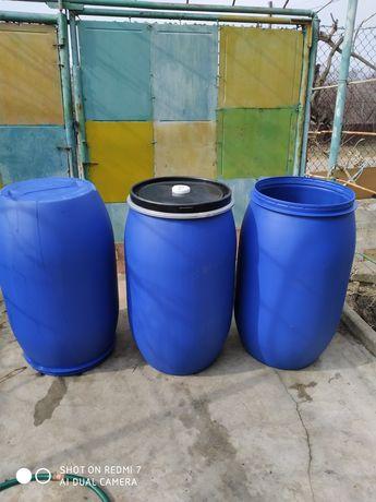 Бочки пластиковые с крышкой на хомуте