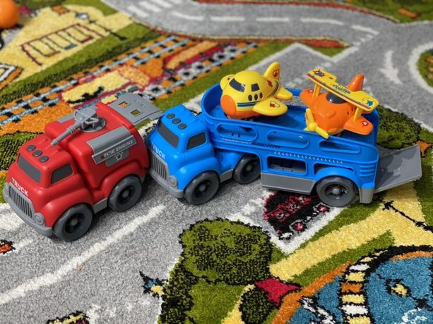 Машинки, пожарная машина.