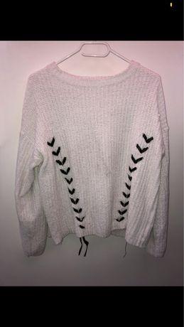 Sweter z ozdobnym wiazaniem