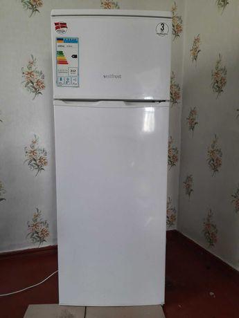 Продам двухкамерный холодильник Vestfrost CX232W