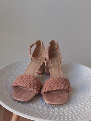 Sandalia rosa tacao