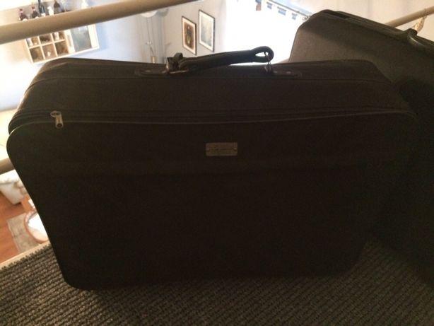 Czarna walizka podróżna Globe Trotter kufer na kółkach