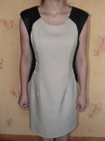 Beżowa Sukienka z Pikowanymi Czarnymi Rękawami L