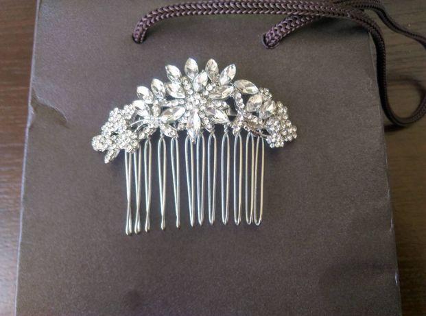 Ozdoba ślubna grzebyk zakupiony w salonie ślubnym do włosów welonu