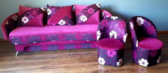 Sofa i dwie pufy
