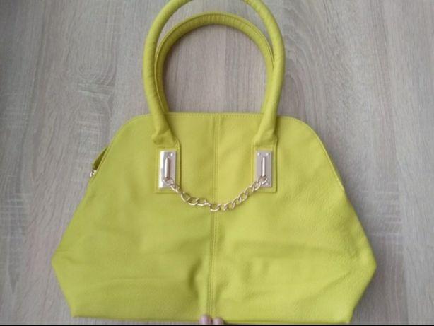 Żółta torebka z łańcuszkiem