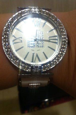 Шикарные наручные белые летние сверкающие часы каучук и кристаллы