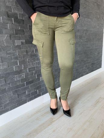 Guess nowe zielone spodnie bojówki