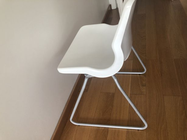 Cadeira IKEA branca plastico