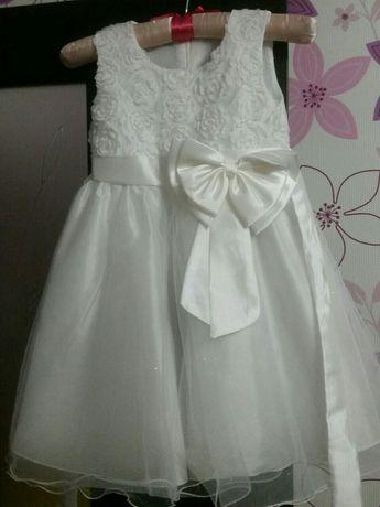 Продам нарядное платье на девочку