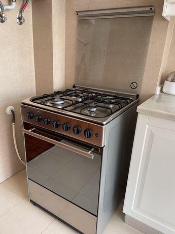 Fogão misto (placa gás/forno elétrico) Meireles E 602 X com 2 anos