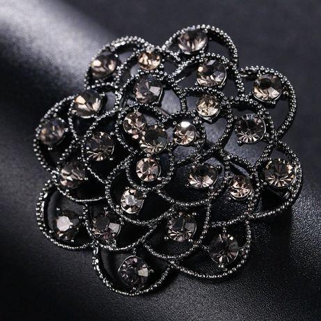 Женская Винтажная брошь в виде цветка, с черными кристаллами