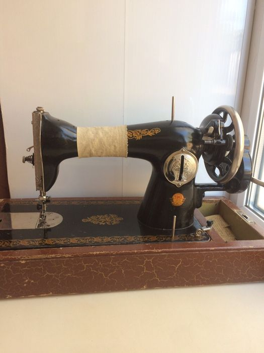 Швейная машинка Подолка Зугрэс - изображение 1