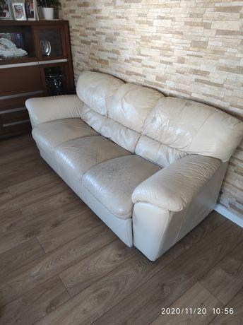 Trzyosobowa kanapa-sofa skórzana firmy Natuzzi