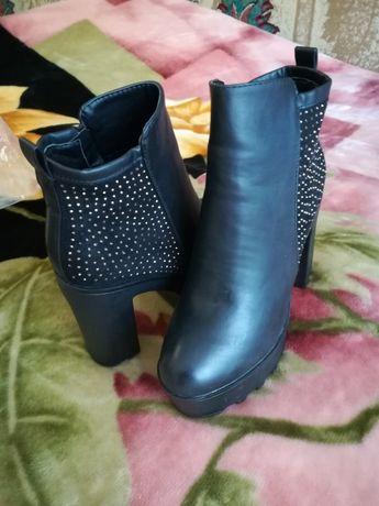 Осіннє взуття 40 розмір