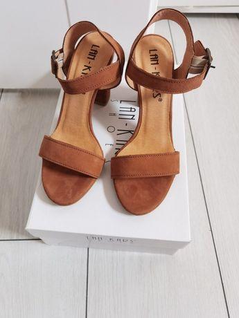 Nowe skórzane buty