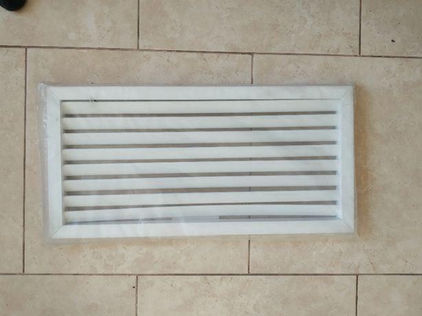 Вентиляционная решетка, белый пластик- 60 см на 30 см