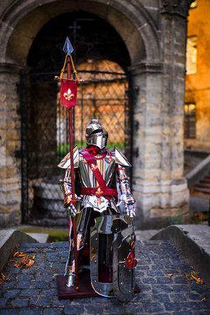 Zbroja Rycerska, Rycerz w zbroi z barem-schowkiem o wysokosci 106cm