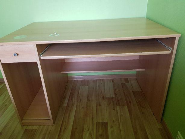 Sprzedam biurko pod komputer.