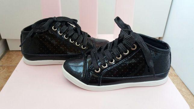 Стильные лаковые деми ботинки модные демисезонные ботиночки туфли 28р