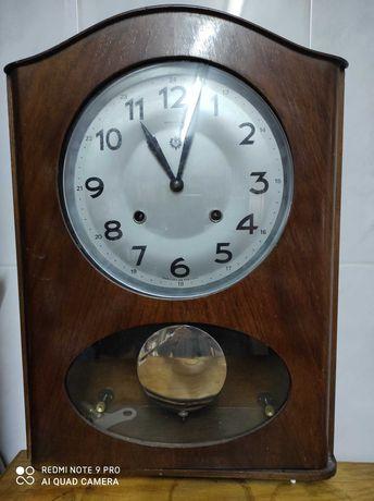 Relógio de parede antigo.
