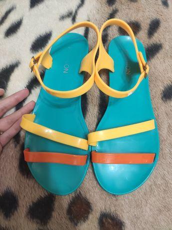Босоножки сандали резина  рр 37 ( 24см)