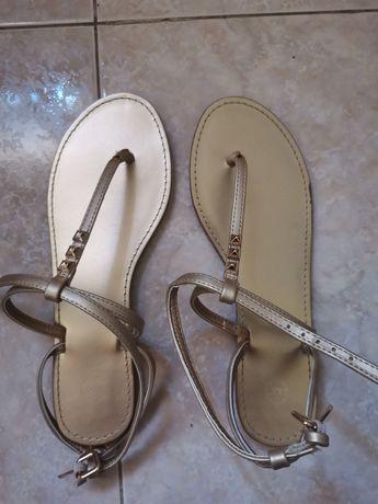 Sandálias douradas 39 como novas