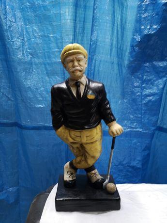 Stara figura cermiczna , golfista, piekna figurka.
