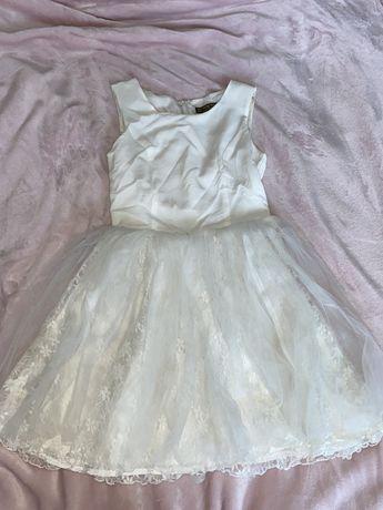 Biała tiulowa sukienka balowa