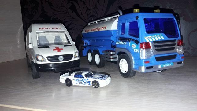 Машинки скорая и цистерна.СРОЧНО!
