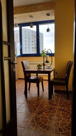 Сдам квартиру 2-комнатную возле метро.
