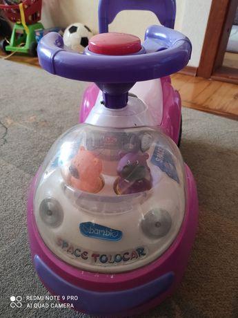 Детская машина розового цвета