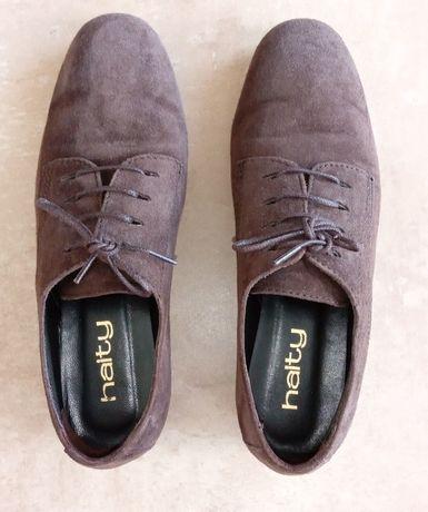 Sapatos rasos de camurça castanha marca Haity, tam. 39