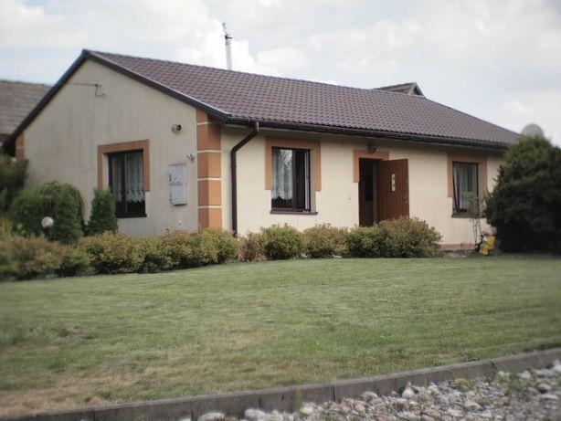 Dom na wsi (domek, wczasowy, letniskowy, azyl, covid)