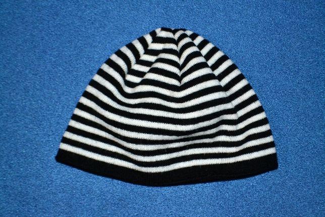 Шапка в черно-белую полоску, полуобхват 23 см
