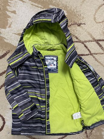Детская осенне-зимняя куртка ostin на мальчика 3-6 лет