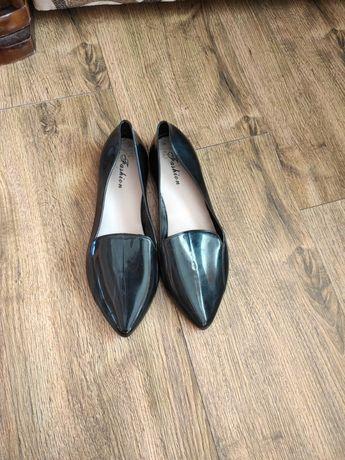 Взуття жіноче нове і б/у
