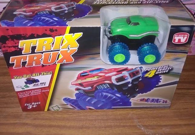 Трасса с машинкой (на батарейках) Трикс Тракс