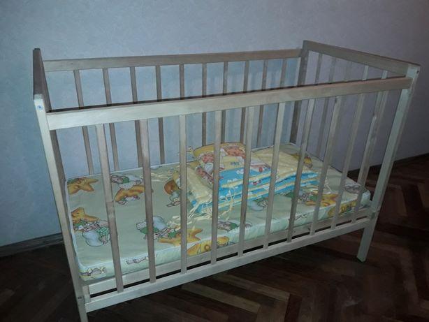 Продам детскую кроватку. От 0 до 3-х лет. С матрасом и бампером.