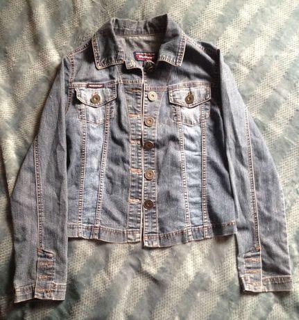 Куртка джинсова .