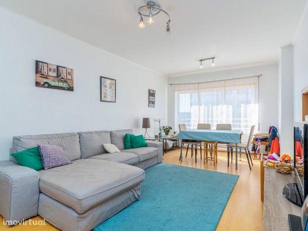 Apartamento T2 com Varanda e Garagem na Quinta dos Barros