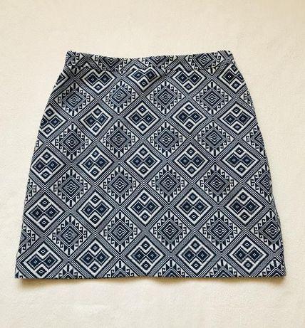 Мини-юбка с синим и белым принтом