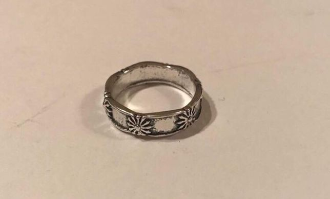 obrączka z metalu koloru srebrnego srednica 16 mm