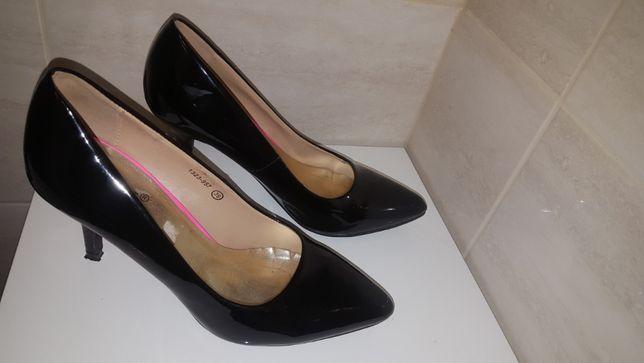 Czarne szpilki lakierowane rozmiar 39 buty na obcasie